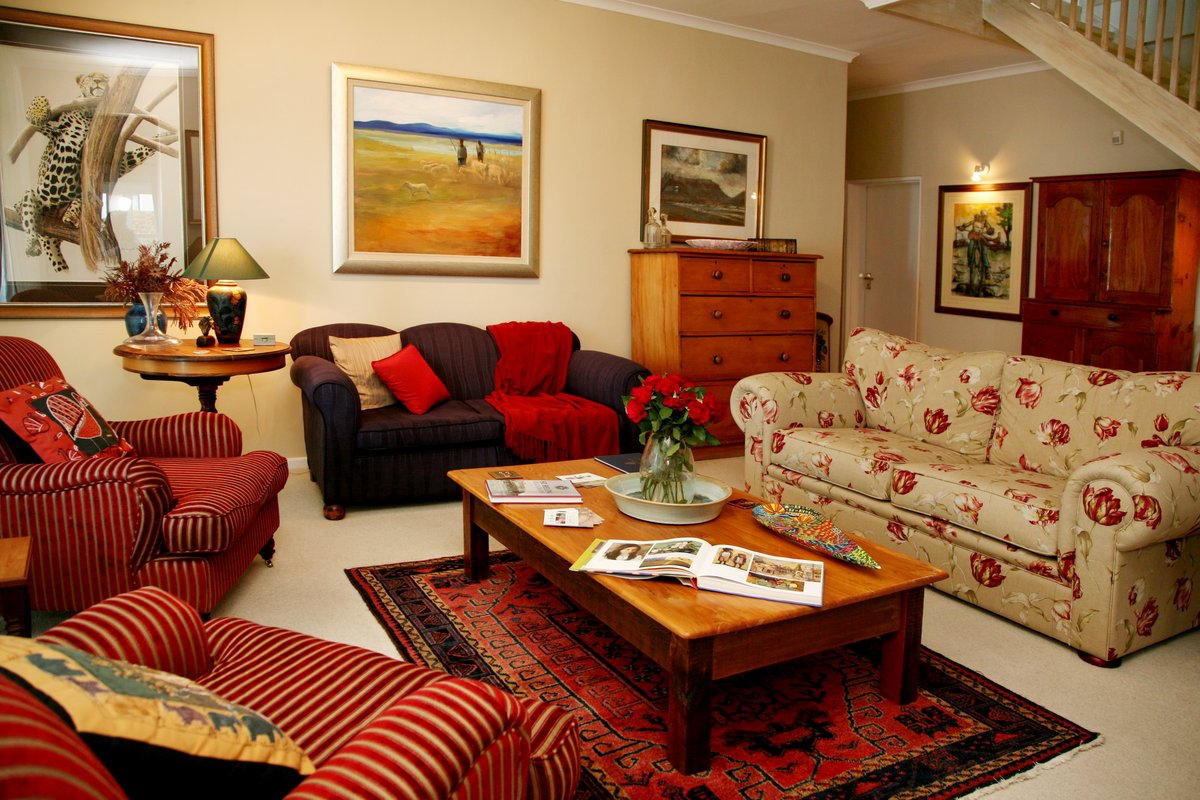 moonglow guest house lounge